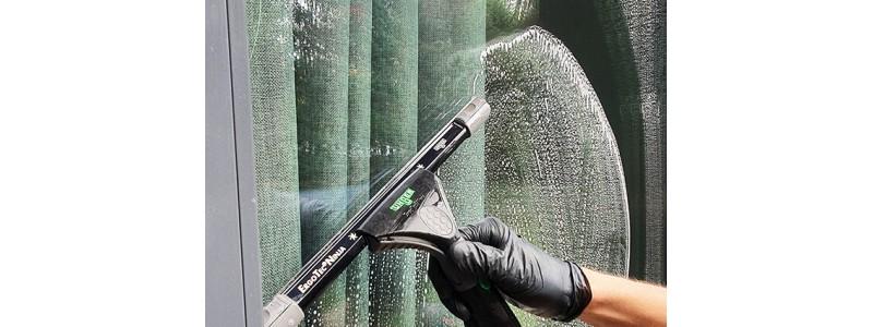 Tradycyjne mycie okien